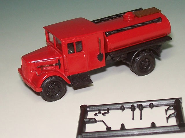 Ford V 3000 Holzfahrerhaus lang 2a. Tank FW, rot (HER 307963)